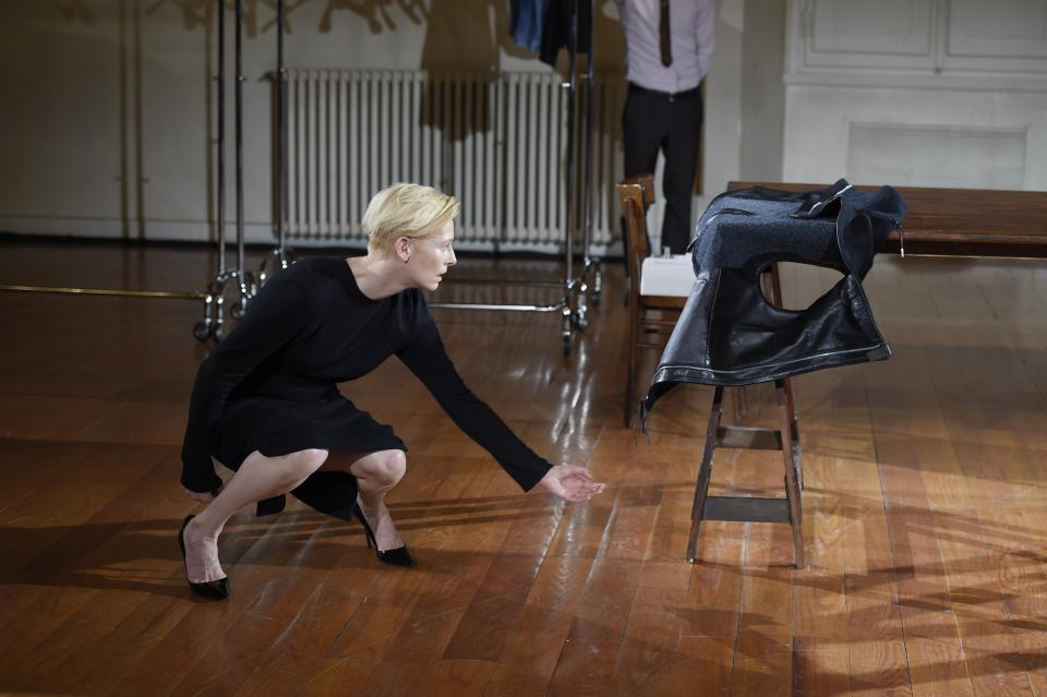 asvof-2015-01-16-cloakroom_a_performance_by_tilda_swinton_and_olivier_saillard_at_pitti_uomo_in_florence._text_by_eugene_rabkin_photos_by_giovanni_gianonni-eugene_rabkin-1746648421